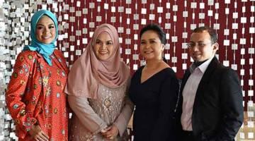 BARISAN ARTIS: (Dari kiri) Liza Hanim, Aishah, Rachel Guerzo Trio dan Ahmad Muriz Che Rose.