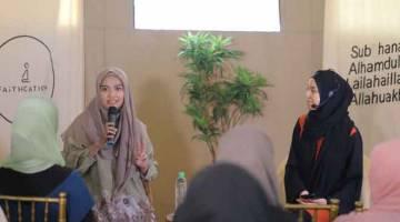 BAHARU: Ayesha Syahira dan Mizz Nina (kanan) dalam 'Dua's of the Believer '.