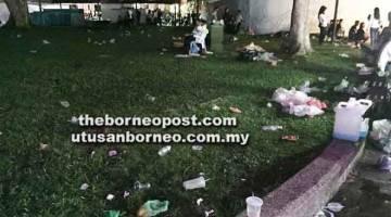 KOTOR: Gambar yang ditular dalam media sosial menunjukkan Tebingan Kuching penuh dengan sampah selepas Majlis Perasmian Air Pancut Berirama Darul Hana malam Ahad lepas.