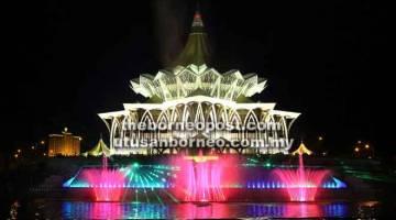 IKON BARU: 'Air Pancut Berirama Darul Hana' nyadi ikon dagang temuai baru di di Kuching.