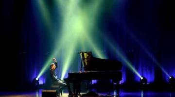 RANCAK: Aksi Peter Bence sewaktu persembahan kali pertama di Pusat Konvensyen Kuala Lumpur (KLCC) pada 5 Oktober lalu. Bence adalah pianis virtuoso yang diiktiraf antarabangsa, artis rakaman, komposer, dan pengeluar yang memegang Rekod Dunia Guinness sebagai 'Pemain Piano Terpantas'. — Gambar Bernama