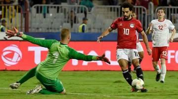 MENYERLAH: Antara babak-babak aksi perlawanan Kelayakan Piala Negara-Negara Afrika 2019 di antara Mesir dan Tunisia di Stadium Borg El Arab di Mesir. — Gambar AFP