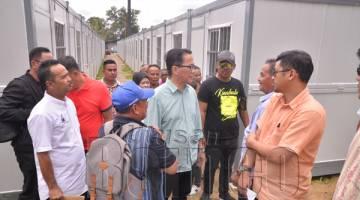 LIEW meninjau Pusat Penempatan Sementara Mangsa-Mangsa Kebakaran Kampung Gas, Batu Sapi.
