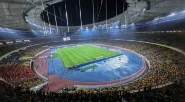 PENUH: Para penyokong Harimau Malaya memenuhi Stadium Nasional Bukit Jalil bagi memberi sokongan kepada pasukan negara pada Perlawanan Akhir Pertama menentang Vietnam sempena Kejohanan Piala AFF Suzuki 2018 malam kelmarin.  — Gambar Bernama