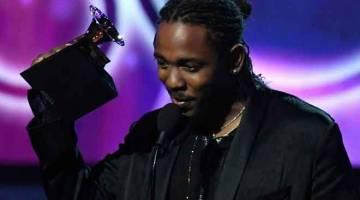 PENCALONAN TERBANYAK: Gambar fail yang diambil pada 28 Januari 2018 ini menunjukkan Kendrick Lamar menerima anugerah Grammy untuk Album Rap Terbaik menerusi album 'DAMN.' semasa Anugerah Grammy ke- 60 di New York. Kendrick Lamar dan Drake mendahului pencalonan bagi Anugerah Grammy, tetapi Cardi B, Lady Gaga, Brandi Carlile dan pendatang baharu dari Amerika H.E.R membantu menjadikannya barisan calon yang didominasi wanita untuk hadiah-hadiah terkemuka pada tahun ini dalam industri muzik. — Gambar AFP