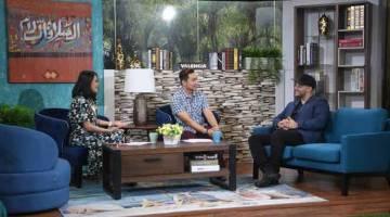 KEMBALI LAGI: Penyanyi Maher Zain (kanan) ketika ditemu bual oleh pengacara rancangan Nine-11 Chad Le (kiri) dan Fadzly Fuad (tengah) berkenaan Konsert 'Maher Zain Malaysia Tours 2019' di Wisma Bernama semalam.