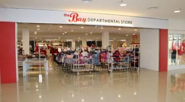 KUNJUNGI: The Bay Departmental Store di Moyan Square.