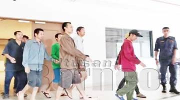 KESEMUA nelayan warga asing yang diiringi anggota polis untuk dihantar ke Penjara Pusat Kepayan bagi menjalani hukuman penjara.