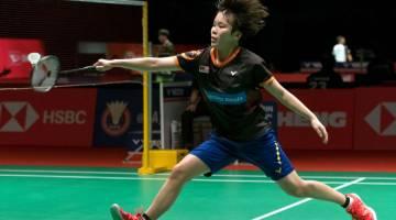 AKSI MANTAP: Jin Wei beraksi menentang Yiman pada Kejohanan Perodua Malaysia Masters 2019 di Axiata Arena Kuala Lumpur Sports City, Bukit Jalil semalam. — Gambar Bernama