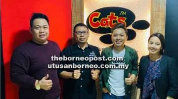 MEMANTAPKAN CAPAIAN INTERNET: (Dari kiri) Hakim, Rahim, Dj Cats Rezz Fairez dan Nur Fekriah bergambar semasa program Randau Digital Sarawak.