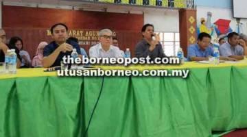 BAUM: Wissly (tiga kanan) maya betuaika AGM PIBG SMK Luar Bandar No 1 Sibu, ensana.