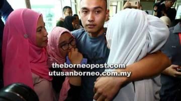 SINU: Nur Mohd Aris merap bala sida sebilik sangkai di Kuching kemari.
