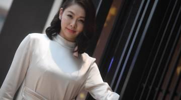 AKAN MUNCUL DENGAN ALBUM KEDUA: Bekas Miss Universe Malaysia 1998, Sherine Wong Sook Ling bergambar dalam satu temubual khas bersama Bernama baru-baru ini. — Gambar Bernama