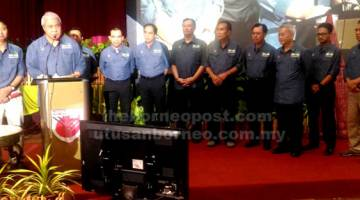BEJADI: Awang Tengah macha teks ngemunka Pengerami Hari Kampung Antarabansa Renggat Nengeri Sarawak 2019.