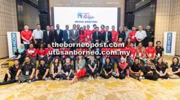 KENANGAN: Pengamal media bergambar sempena DRB-HICOM Media Escapade 2019 yang diadakan di Melaka baru-baru ini.