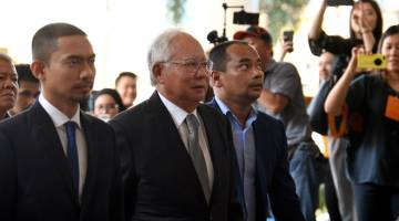 TENANG: Najib tiba di Kompleks Mahkamah Kuala Lumpur semalam pada hari kedua perbicaraan berhubung kes penyelewengan dana SRC International Sdn Bhd yang dihadapinya. — Gambar Bernama