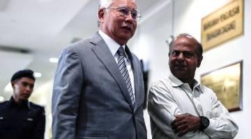 TENANG: Najib hadir pada hari ketiga perbicaraan kes dana RM42 juta milik syarikat SRC International Sdn Bhd di Kompleks Mahkamah Seksyen Kuala Lumpur di ibu negara semalam. — Gambar Bernama