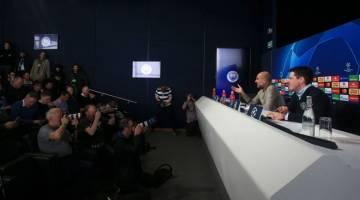IKRAR BANGKIT: Guardiola (kiri) bercakap ketika menjawab soalan daripada media pada sidang media menjelang aksi menentang Spurs di Etihad, Manchester hari ini. — Gambar Reuters