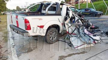 KEADAAN kenderaan yang bertembung dalam kejadian itu.