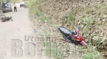 DUA motosikal dilanggar oleh sebuah kereta apabila pemandu kereta dipercayai tersilap pijak pedal minyak.