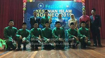 UNTUK ALBUM: Rubiah merakam kenanga bersama johan Pertandingan Nasyid Kontemporari yang dimenangi kumpulan IPGKTAR 1 pada perasmian penutupan Festival Kesenian Islam Borneo 2019 di Kota Samarahan, semalam.