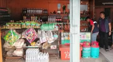 Sebuah kedai runcit diserbu apabila disyaki jual rokok dan minuman keras tidak sah pada Isnin