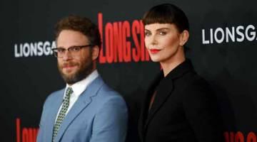 FILEM BAHARU: Rogen (kiri) dan Theron semasa tayangan perdana filem 'Long Shot' di New York City baru-baru ini.   — Gambar AFP