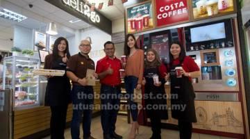 LAZAT: Pelanggan kini boleh menikmati produk daripada deli2go dan Costa Coffee di sembilan stesen runcit Shell yang terpilih.