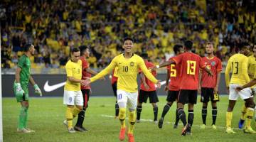MENANG BESAR: Pemain Harimau Malaya Muhammad Shahrel Fikri (tengah) meraikan jaringannya ketika menentang Timor-Leste di Stadium Nasional Bukit Jalil, Kuala Lumpur malam kelmarin. — Gambar Bernama