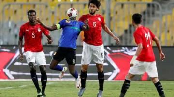 BERTEMBUNG: Sebahagian daripada babak-babak aksi perlawanan persahabatan antarabangsa di antara Mesir dan Tanzania di Borg El Arab di Mesir. — Gambar Reuters