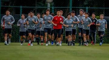 BERSEMANGAT: Pemain kebangsaan Jepun menjalani sesi latihan sebagai persediaan untuk Copa America di Brazil. — Gambar AFP