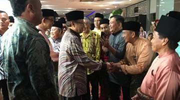 Abang Johari disambut meriah sebaik tiba pada Majlis Rumah Terbuka Aidilfitri Abdul Karim di Kuching hari ini