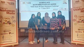 TINGKATKAN PENGETAHUAN: Pemilik dan kakitangan Chandani Fashion bergambar kenangan bersama Nurul Dafiqah (tengah) semasa sesi boot camp di Kuala Lumpur.