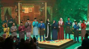 MERIAH: Semua artis yang menjayakan Konsert Jalan Firdausi di TV1 malam ini.