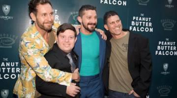 BERI INSPIRASI: Penulis dan pengarah Tyler Nilson, Zack Gottsagen, Shia LeBeouf dan penulis dan pengarah Michael Schwartz semasa tiba di tayangan filem 'The Peanut Butter Falcon' di Los Angeles baru-baru ini. — Gambar Reuters