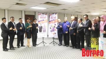 ALBUM: Ewon (lima dari kiri) dan Christnie (empat dari kiri) bersama pegawai-pegawai kanan KPLB Sabah.