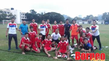 RAI KEMENANGAN: Pemain dan jurulatih Kota Kinabalu meraikan kemenangan ke atas Tuaran di Padang A KSKK pada Khamis.