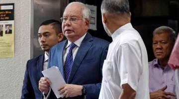 TENANG: Najib ketika hadir pada perbicaraan salah guna kuasa membabitkan dana SRC International Sdn Bhd di Mahkamah Tinggi yang memasuki hari ke-54 semalam. — Gambar Bernama