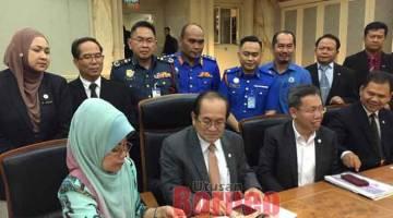SIDANG MEDIA: Uggah pada sidang media selepas mempengerusikan Mesyuarat JPBN Sarawak Bil 2/2019 di Bilik Mesyuarat  Utama, Wisma Bapa Malaysia semalam. Turut kelihatan Fatimah dan Dr Sim.