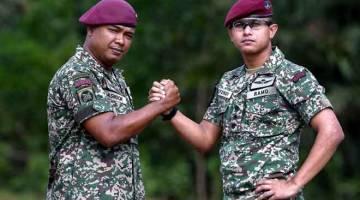 BERJUANG: Nor Efendi (kanan) bersama Shahrol yang terlibat dalam Ops Daulat di Lahad Datu, Sabah enam tahun lalu ketika ditemui Bernama di Kuala Nerus, semalam. — Gambar Bernama