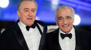 KE PAWAGAM: Gambar fail yang diambil pada 1 Disember 1 2018 ini menunjukkan aktor AS Robert De Niro dan pengarah Martin Scorsese (kanan), tiba di Marrakech International Film festival di bandar Marrakesh. Filem gengster yang dibarisi ramai bintang terbitan Netflix berjudul 'The Irishman' hanya akan dikeluarkan secara terhad sahaja di pawagam, kata gergasi striming itu baru-baru ini. Filem jenayah epik arahan Martin Scorsese yang sudah lama dinanti-nantikan dan dibintangi Robert De Niro dan Al Pacino itu mem