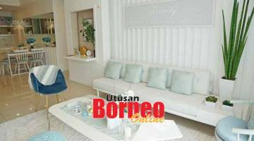 MENCECAH AWAN: Ruangan kediaman bangunan paling tinggi di Borneo 'The Peak Condominium Homes', Bintulu membawa kemewahan di dalam bandar industri itu.