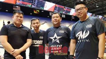 TERUS MENCABAR: (Dari kiri) Yean Chia Ming, Lim Cho Kwang, Benny Teo dan Willing Chung mewakili Elite yang mencatat kemenangan terbesar pada minggu lepas.