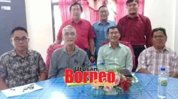 MESYUARAT:Ahli-ahli PH Batang Sadong yang hadir mesyuarat penyelarasan penubuhan MPKK merakam kenangan.