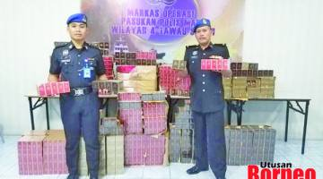 RAMPASAN: Pegawai Pemerintah PPM Tawau DSP Mohd Nazari Ismail dan anggotanya menunjukkan kepada media rampasan rokok yang berjaya direkodkan.