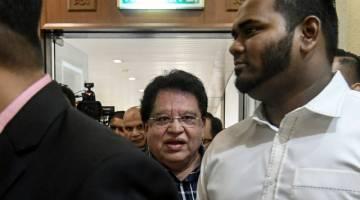 Tengku Adnan Tengku Mansor, 68, hadir ke Mahkamah Tinggi hari ini - Gambar Bernama