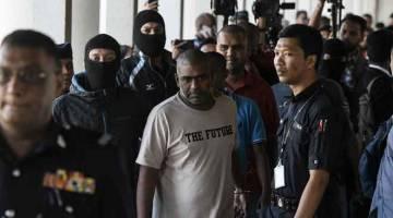 DIDAKWA: Antara 12 individu yang didakwa di Mahkamah Sesyen dekat Kuala Lumpur, semalam berhubung kumpulan pengganas Harimau Pembebasan Tamil Eelam (LTTE). — Gambar Bernama