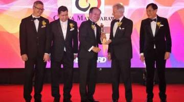 CIPTA VISI BAHARU: Isaac Lugun menerima Anugerah BrandLaureate 2019.