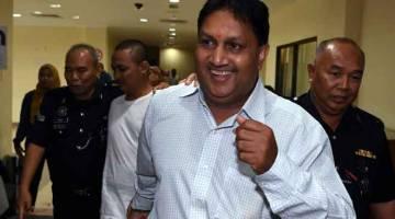 CABUL: L. Prem Anand keluar dari Mahkamah Majistret semalam selepas dia dijatuhi hukuman penjara tiga tahun dan denda RM7,000 setelah didapati bersalah mencabul seorang wanita berusia 21 tahun, dua tahun lepas. — Gambar Bernama