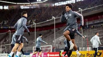 PERSEDIAAN AWAL: Pemain pasukan kebangsaan Jerman menjalani sesi latihan menjelang aksi kelayakan Euro 2020 menentang Belarus. — Gambar AFP